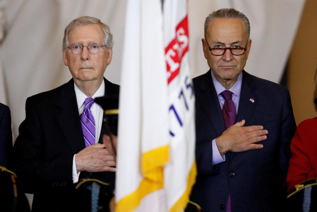 Mitch McConnell (trái) và Chuck Schumer tại tòa quốc hội năm 2018. Ảnh: Reuters.