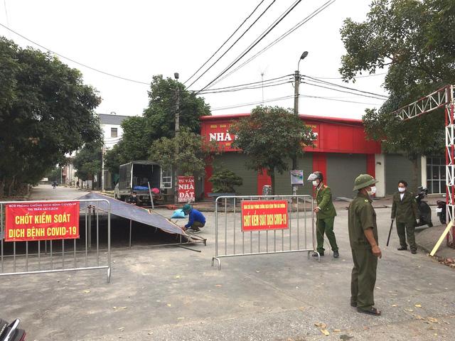 Một chốt kiểm soát ở huyện Cẩm Giàng. Ảnh: Cẩm Giàng 24h