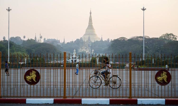 Chùa Shwedagon ở Yangon, Myanmar, nhìn từ xa vào ngày 2/1. Ảnh: Reuters.