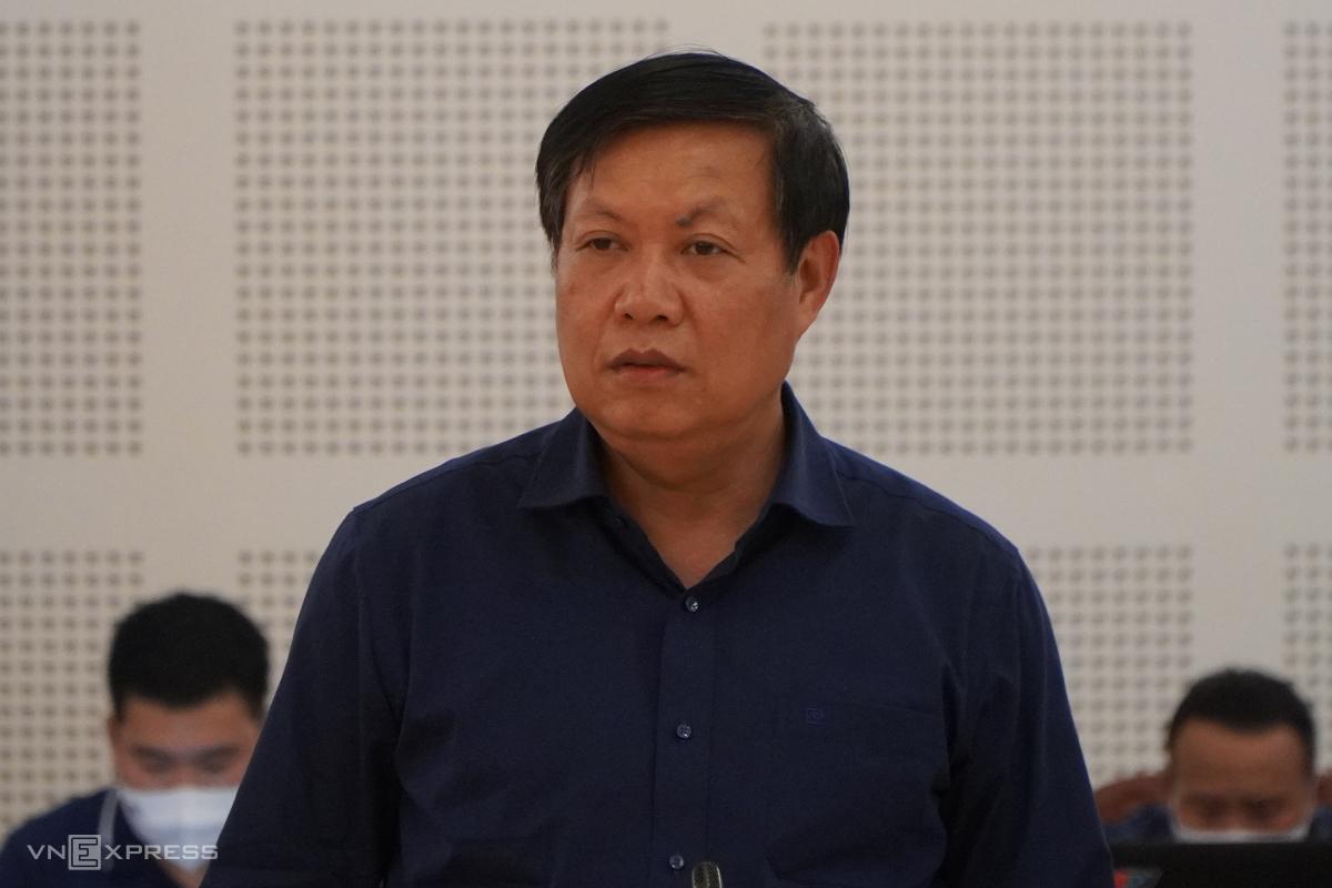 Thứ trưởng Đỗ Xuân Tuyên đề nghị khảo sát, lên phương án thành lập bệnh viện dã chiến. Ảnh: Trần Hóa.