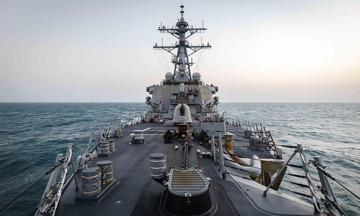 Tàu khu trục USS John S. McCain của Mỹ đi qua eo biển Đài Loan hôm nay. Ảnh: US Army.