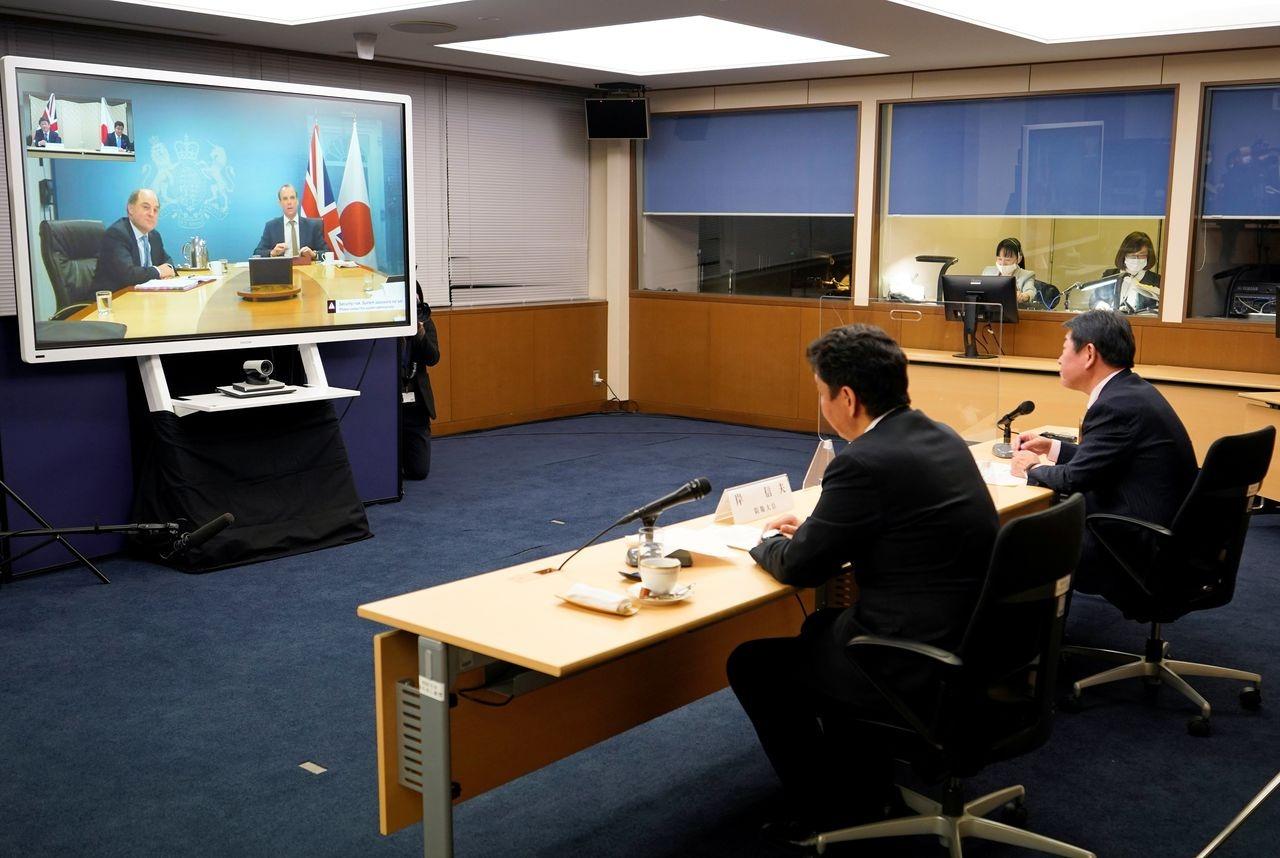 Hội nghị trực tuyến giữa 4 bộ trưởng Anh và Nhật Bản hôm 3/2. Ảnh: Reuters
