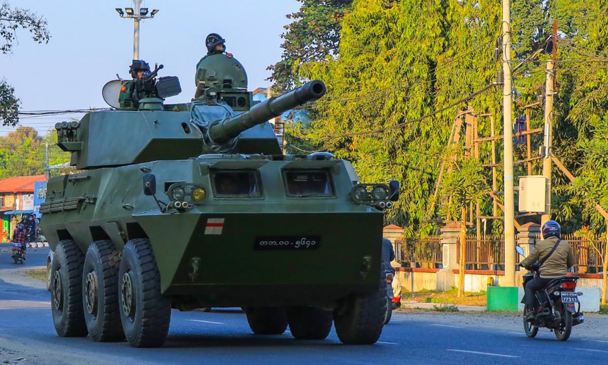 Thiết giáp PLT-02 của quân đội Myanmar đi tuần trên một con đường ở thành phố  Myitkyina, bang Kachin, ngày 3/2. Ảnh: Reuters.