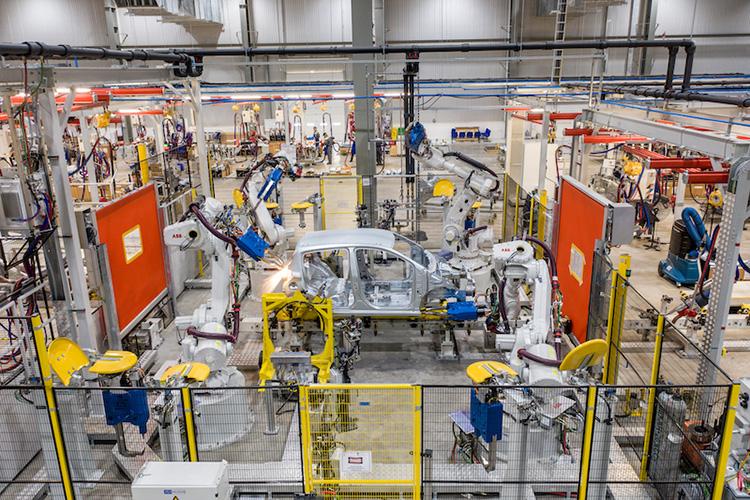 Bên trong nhà máy sản xuất ôtô VinFast.