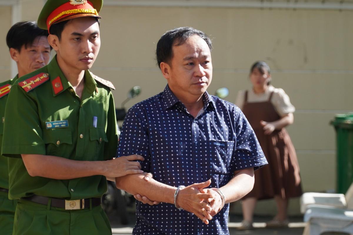 Nguyễn Hữu Hoành, nguyên Phó giám đốc Chi nhánh VP Đăng ký đất đai Phan Thiết đã bị bắt, hôm 7/1. Ảnh: Việt Quốc.