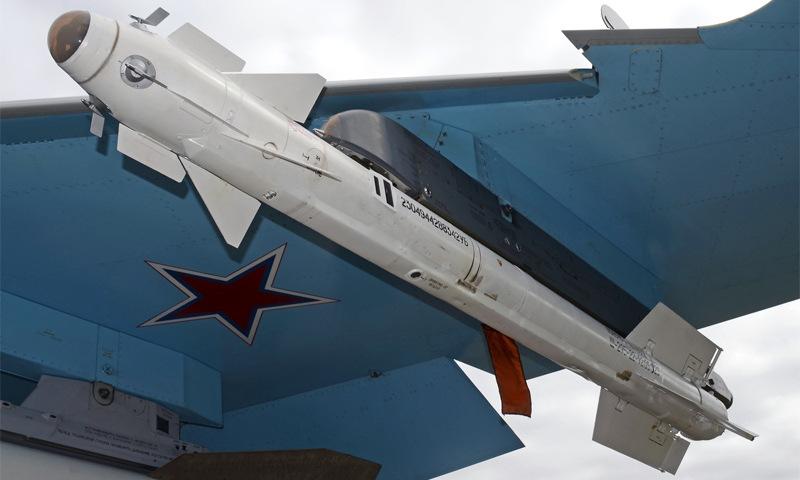 Tên lửa R-73 treo dưới cánh tiêm kích Su-27 Nga. Ảnh: Russian Planes.