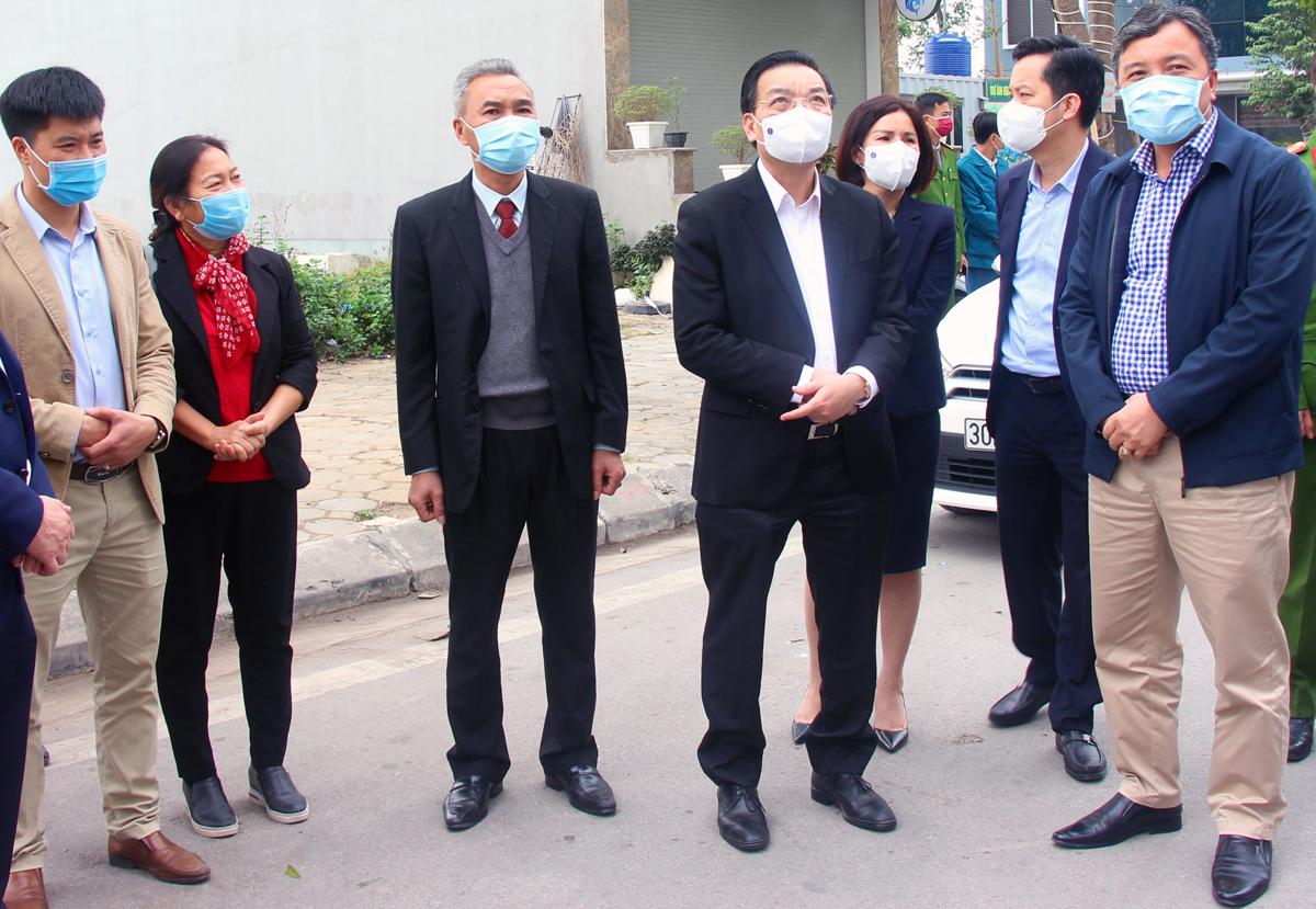 Chủ tịch UBND TP Hà Nội Chu Ngọc Anh kiểm tra công tác phòng, chống dịch Covid 19 tại Khu đô thị Thanh Hà hôm 3/2. Ảnh: Xuân Hải.