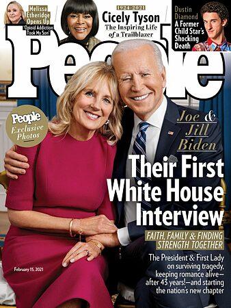 Tổng thống Joe Biden và phu nhân trên bìa tạp chí People trong cuộc phỏng vấn đầu tiên kể từ khi vào Nhà Trắng. Ảnh: People.
