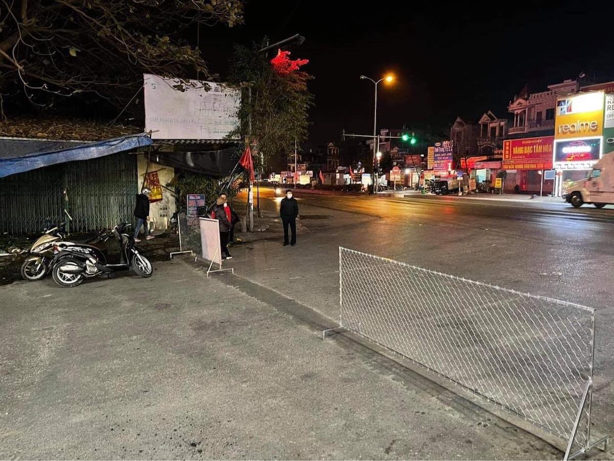 Rào chắn cách ly tại huyện Cẩm Giàng. Ảnh: Minh Tuấn