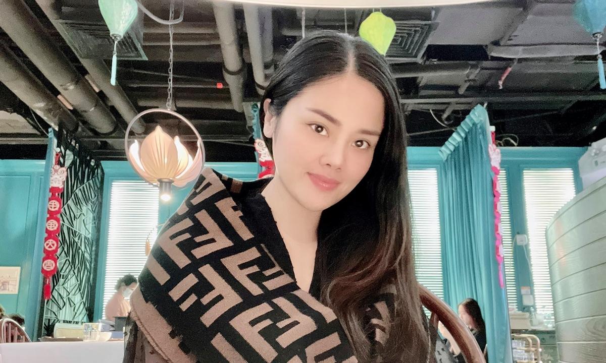 Chị Hà trong nhà hàng Miss Việt, nhà hàng mà chị có cổ phần, tại Nam Ninh, tỉnh Quảng Tây, hôm 4/2. Ảnh: NVCC