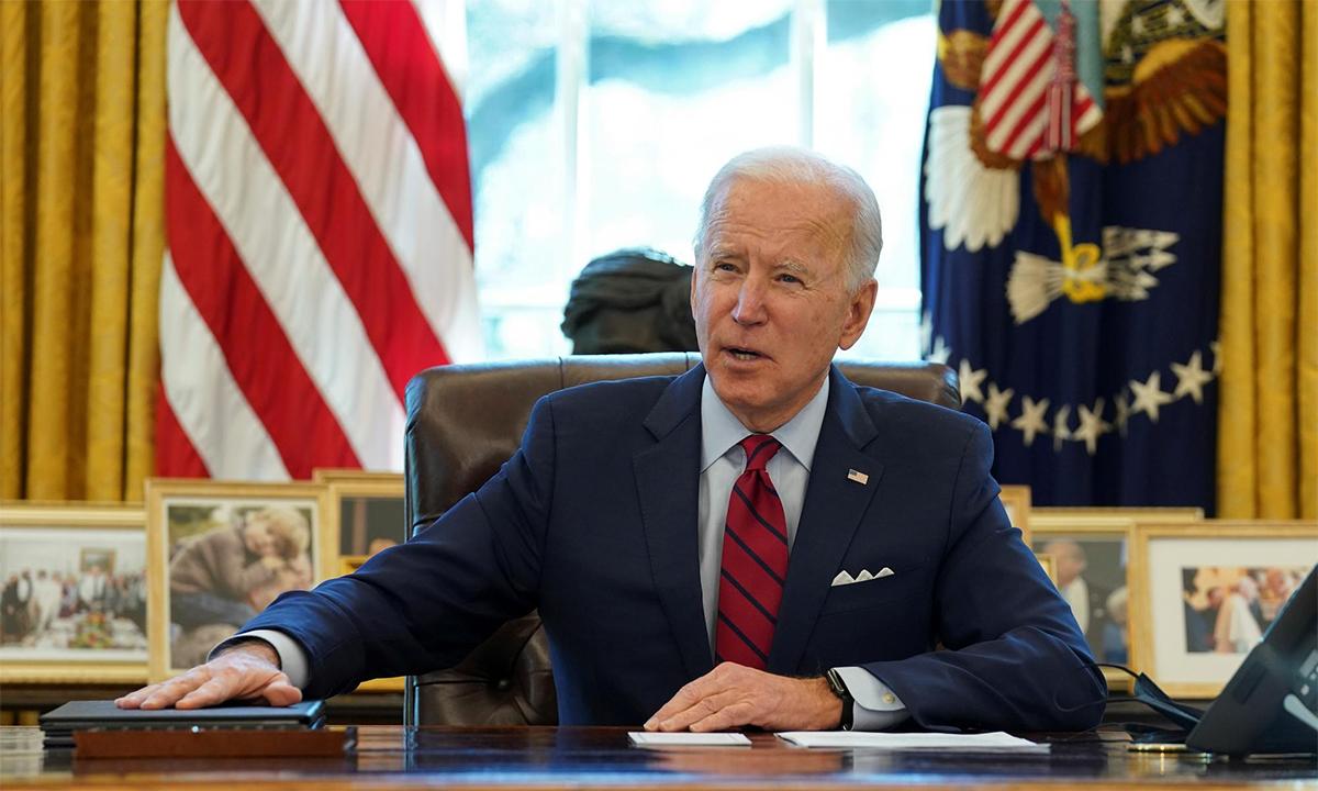 Tổng thống Mỹ Joe Biden phát biểu trước khi ký một số sắc lệnh tại Nhà Trắng, ngày 28/1. Ảnh: Reuters.