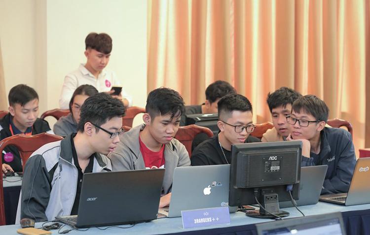 Đội tham gia Chung kết cuộc  thi AI Hackathon năm 2020. Ảnh: HA.