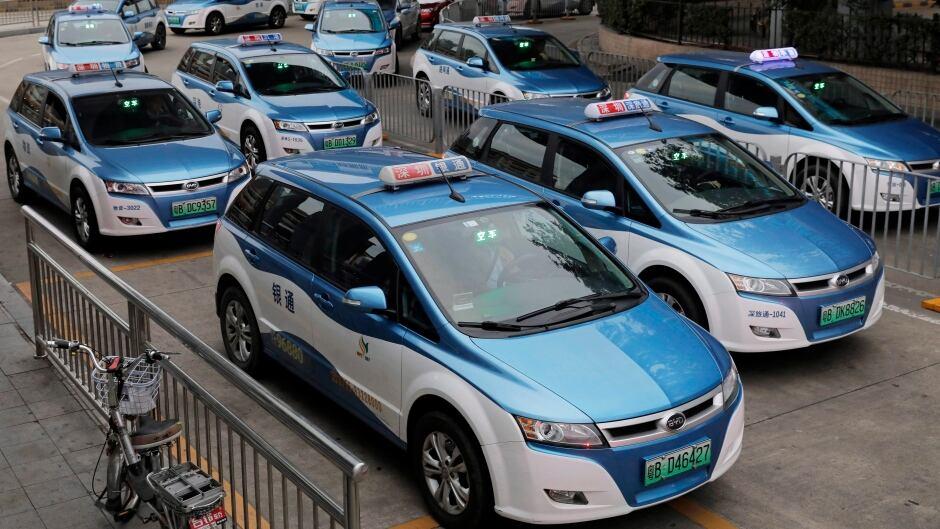 Ảnh chụp ngày 7/1/2019, cho thấy những mẫu taxi chạy điện mới tại Thâm Quyến. Ảnh: AP