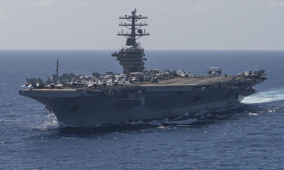 USS Nimitz di chuyển trên Ấn Độ Dương hôm 1/2. Ảnh: US Navy.