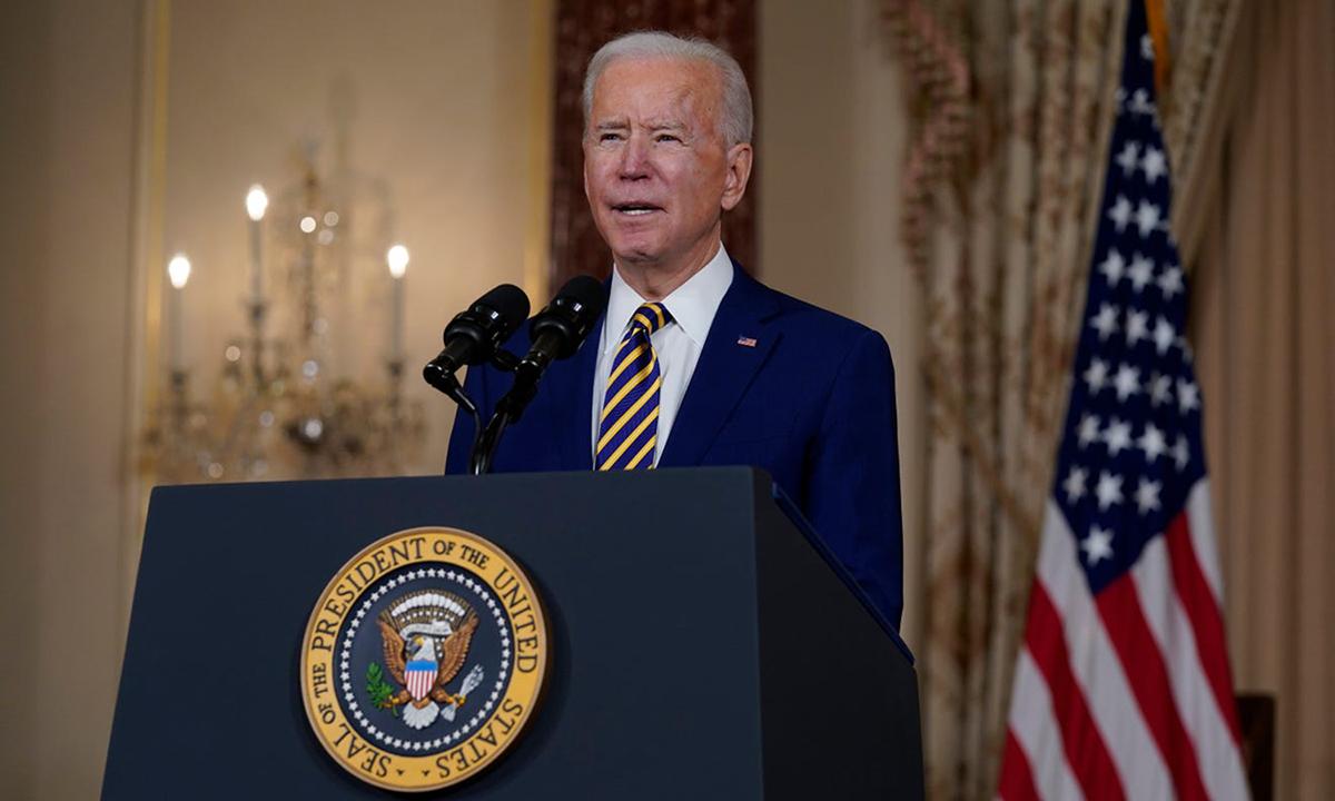 Tổng thống Joe Biden phát biểu tại trụ sở Bộ Ngoại giao Mỹ ở Washington hôm 4/2. Ảnh: AP.