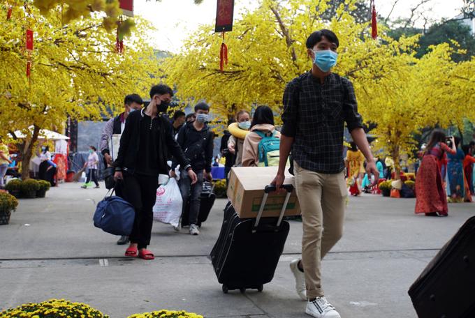 Sinh viên Sài Gòn về quê đón Tết, ngày 2/2. Ảnh: Mạnh Tùng