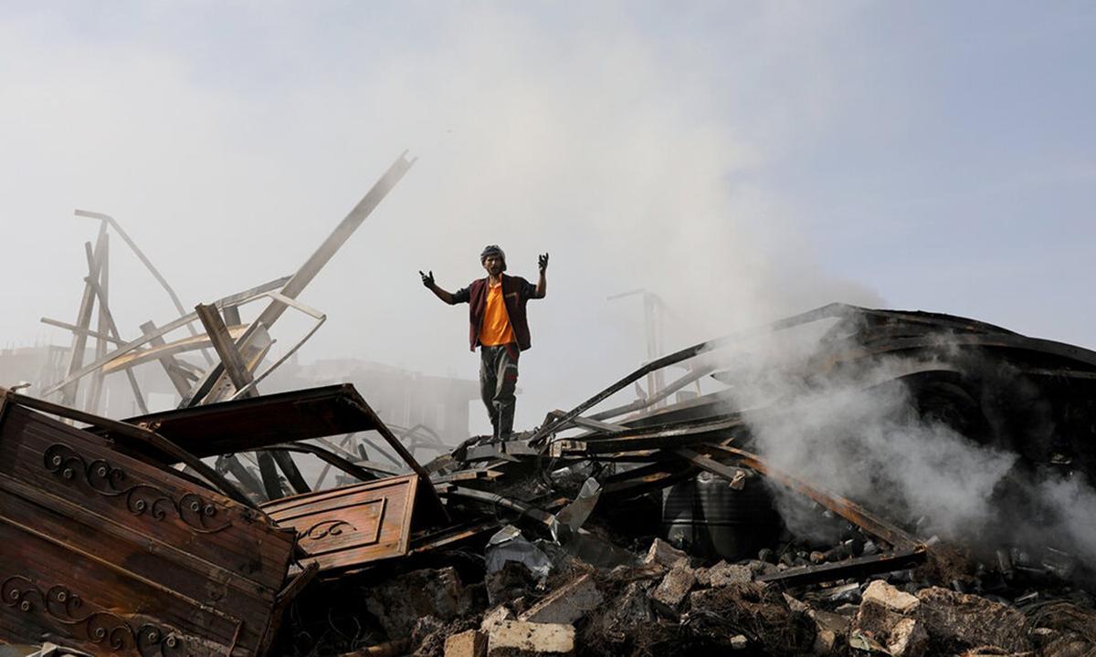 Khung cảnh đổ nát sau cuộc không kích của Arab Saudi ở thủ đô Sana, Yemen hồi tháng 7/2020. Ảnh: Reuters.