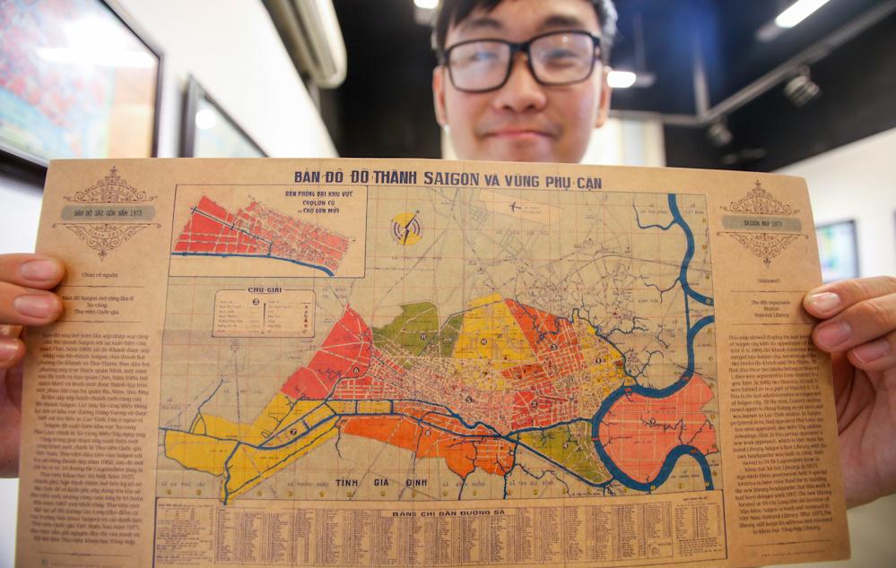Tấm bản đồ Sài Gòn và các vùng phụ cận năm 1973. Khi ấy, vùng Thủ Thiêm là quận 9, còn quận 7 ở khu vực Bình Tân, quận 6 ngày nay. Cả thành phố có 11 quận, các vùng Thủ Đức, Phú Nhuận, Gò Vấp, Tân Bình... thuộc địa phận tỉnh Gia Định. Ảnh: Quỳnh Trần.