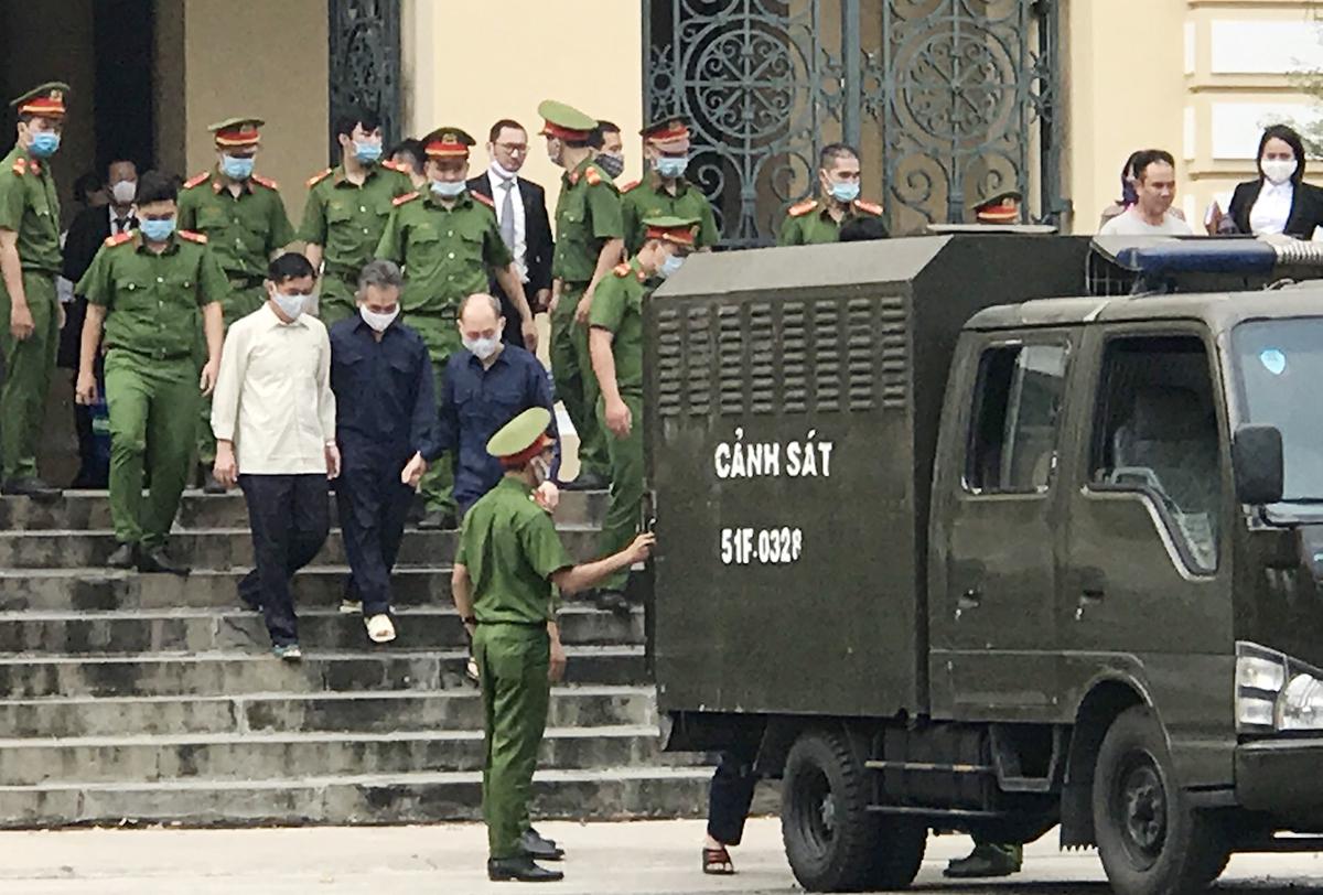 Các bị cáo tại toà. Ảnh: Việt Anh.