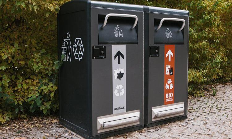 Thùng rác thông minh biết nén rác và hoạt động bằng năng lượng mặt trời. Ảnh: BBC.