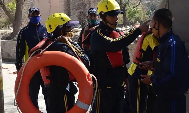Lực lượng ứng phó thảm họa bang Uttarakhand chuẩn bị được triển khai tới khu vực bị ảnh hưởng. Ảnh: AFP.