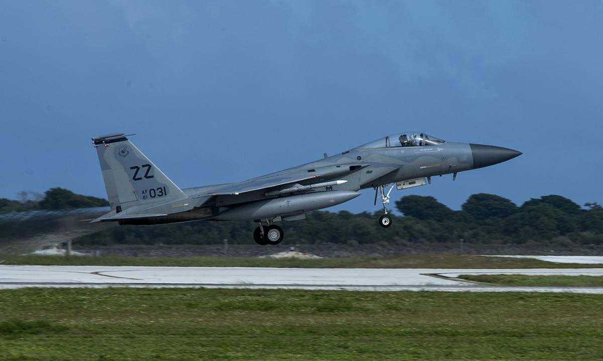 Tiêm kích F-15E cất cánh từ căn cứ không quân  Andersen trên đảo Guam, ngày 5/2, Ảnh: USAF.
