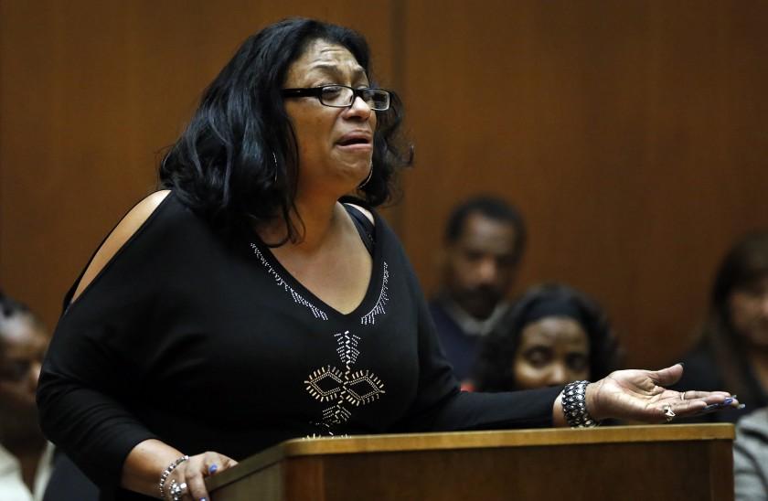 Nạn nhân Enietra Washington ra tòa làm chứng sau 28 năm. Ảnh: Los Angeles Times