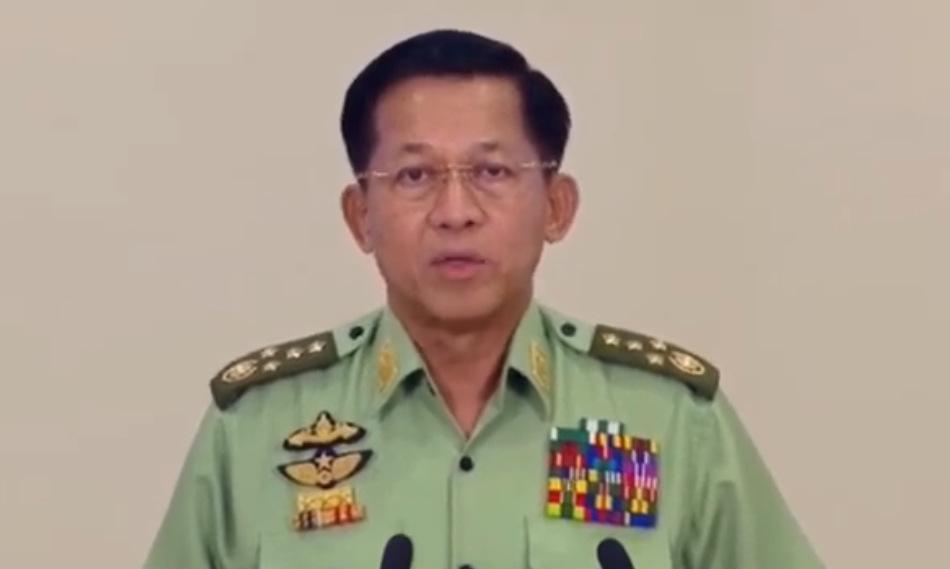 Tướng Min Aung Hlaing phát biểu trên truyền hình tối 8/2. Ảnh: MRTV.