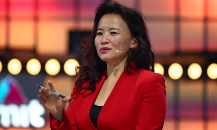 Nhà báo Cheng Lei phát biểu tại một sự kiện ở Lisbon, Bồ Đào Nha năm 2019. Ảnh: CNN.