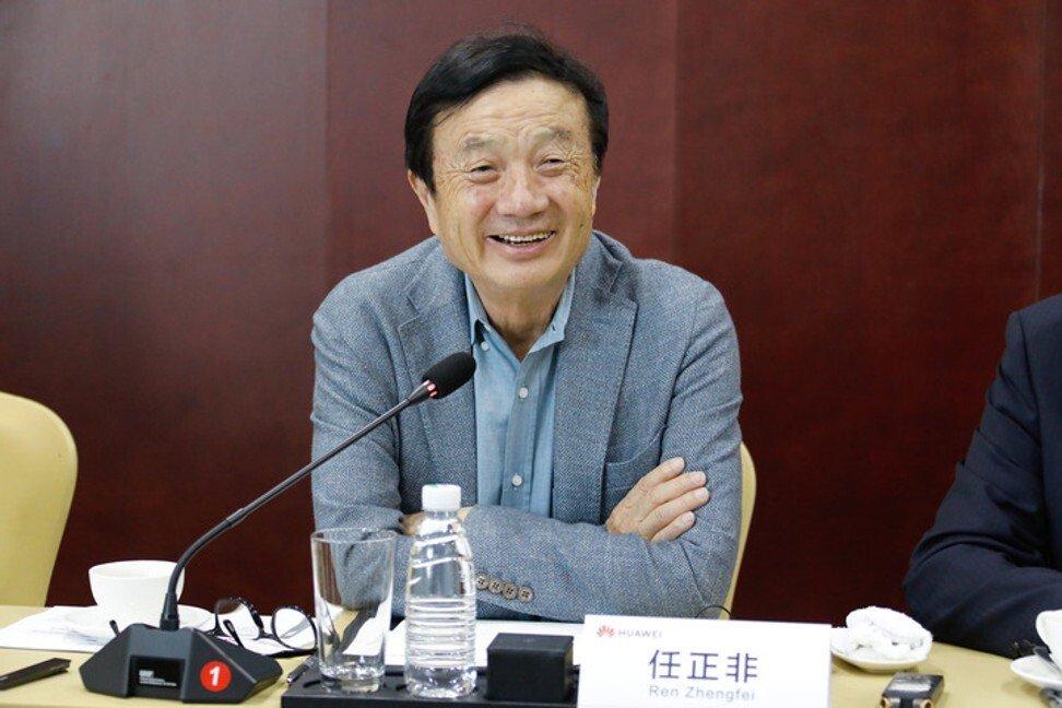 Ông Nhậm Chính Phi trong cuộc họp báo ở Sơn Tây hôm nay. Ảnh: SCMP.