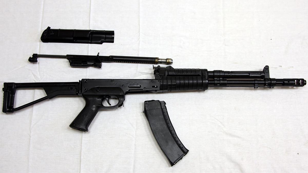 Các bộ phận của AEK-971, biến thể hiện đại hóa của SA-006. Ảnh: Vitaly Kuzmin.