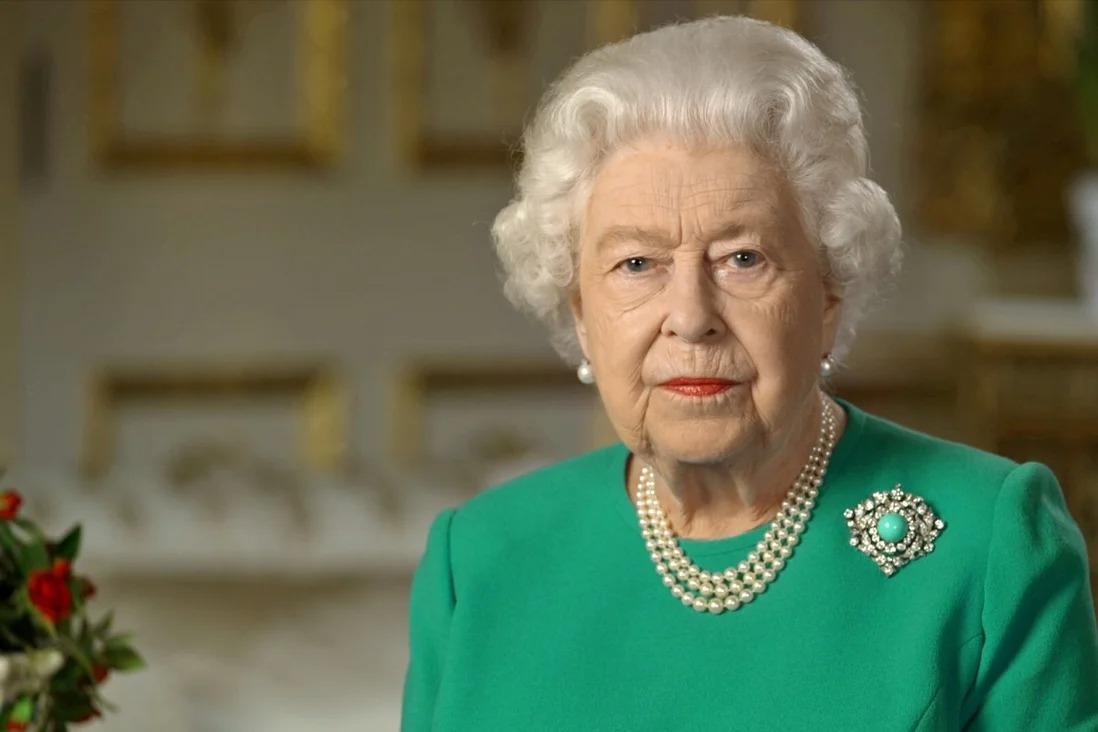 Nữ hoàng Anh phát biểu động viên người dân vượt qua Covid-19 từ lâu đài Winsor, Anh, hôm 5/4/2020. Ảnh: Reuters