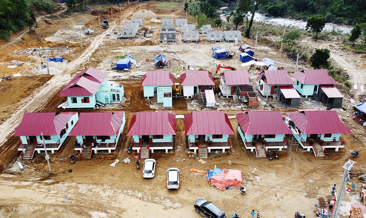 13 ngôi nhà được xây dựng ở khu tái định cư. Ảnh: Đắc Thành.