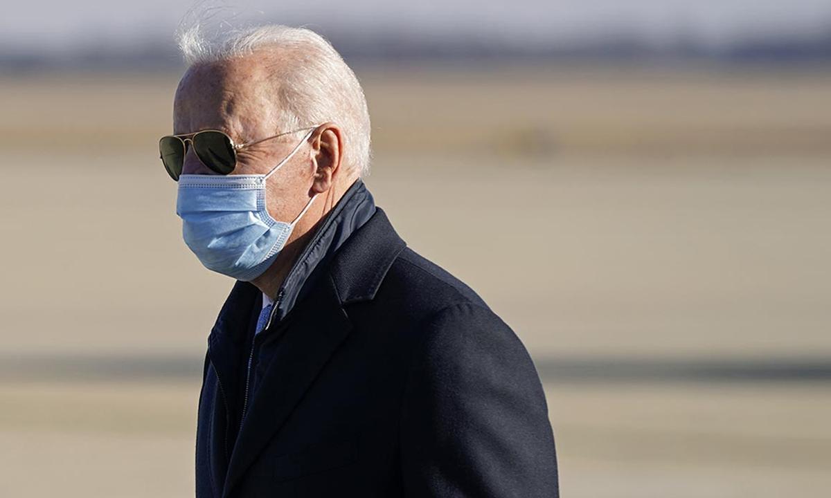 Tổng thống Joe Biden tại sân bay Andrew