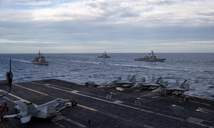 Nhóm tác chiến tàu sân bay USS Theodore Roosevelt của Hải quân Mỹ diễn tập ở Biển Đông hôm nay. Ảnh: Hải quân Mỹ.