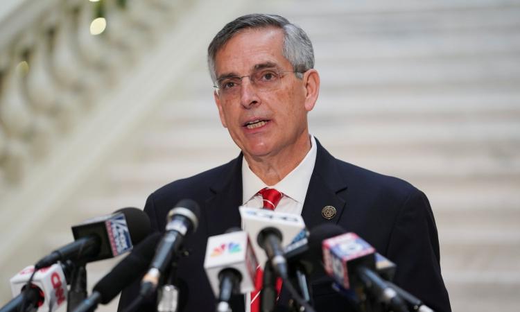 Tổng thư ký Georgia Brad Raffensperger phát biểu trong cuộc họp báo về kết quả bầu cử ở Atlanta hồi tháng 12/2020. Ảnh: