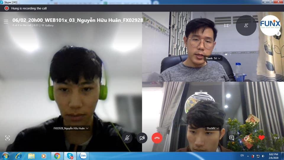 Học viên FUNiX học với học liệu trực tuyến MOOC, được đội ngũ mentor (chuyên gia) và hannah đồng hành, hỗ trợ. Ảnh: FUNiX