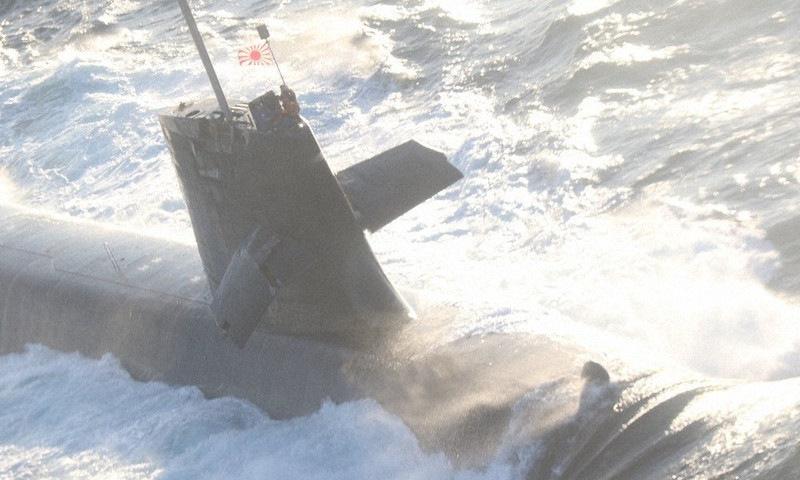 Phần thượng tầng bị hư hại nặng của JS Soryu sau vụ va chạm. Ảnh: Cảnh sát biển Nhật Bản.
