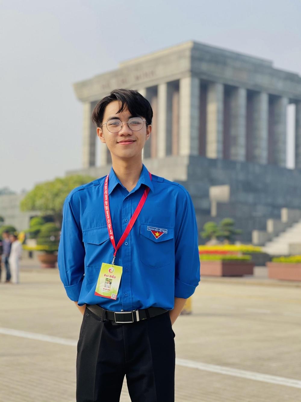 Lập Phúc ra Hà Nội, thăm Lăng Bác, khi dự Đại hội Tài năng trẻ, tháng 12/2020. Ảnh: Nhân vật cung cấp