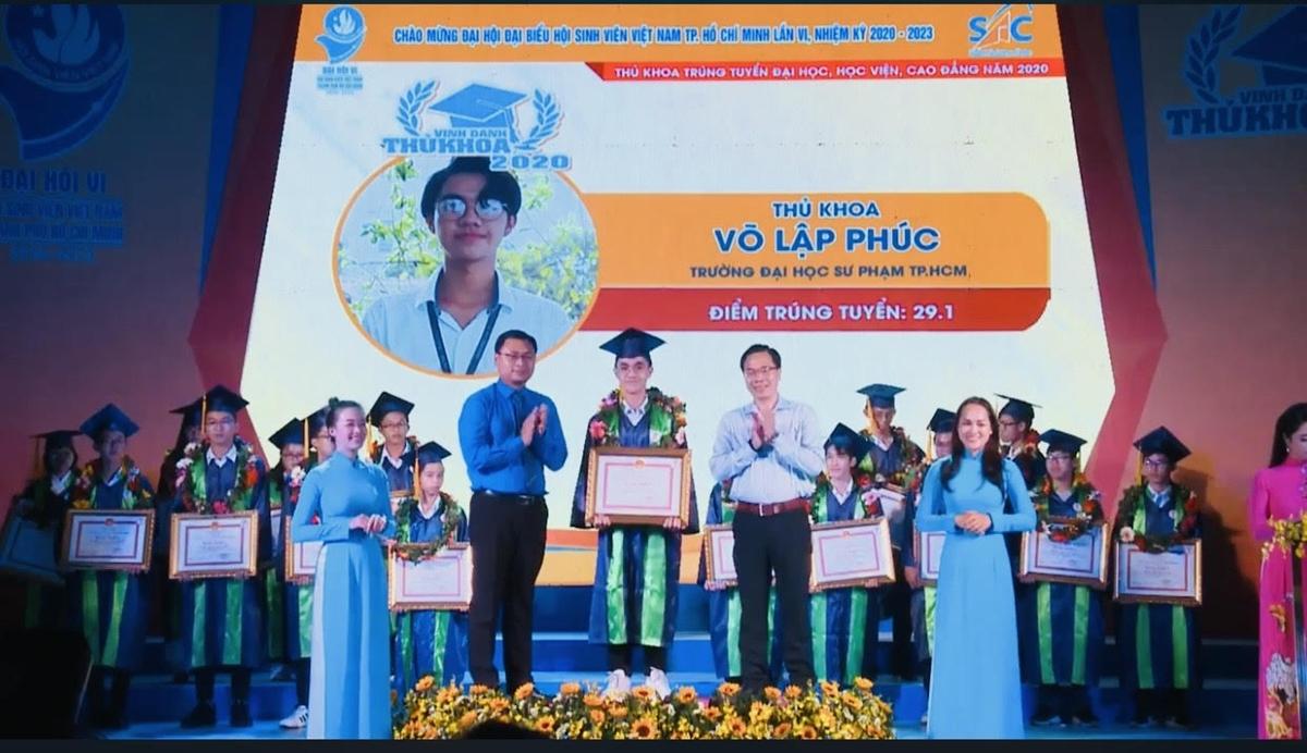 Võ Lập Phúc được vinh danh tại Đại hội Đại biểu Hội sinh viên Việt Nam TP HCM, năm 2020. Ảnh: Nhân vật cung cấp