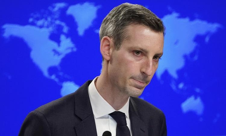 Phát ngôn viên Bộ Ngoại giao Mỹ Ned Price tại cuộc họp báo hôm 8/2. Ảnh: AFP.