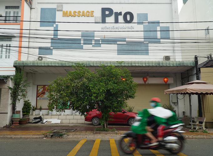 Một cơ sở massage tại phường Thống Nhất, TP Biên Hòa đóng cửa phòng chống Covid-19 hồi tháng 8/2020. Ảnh :Phước Tuấn.