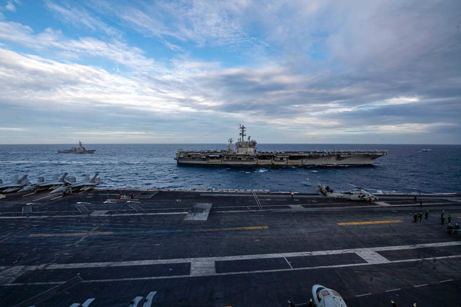 Nhóm tác chiến tấn công tàu sân bay USS Theodore Roosevelt và USS Nimitz diễn tập ở Biển Đông ngày 9/2. Ảnh: US Navy.