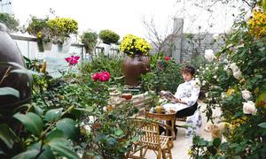 Khu vườn phủ kín hoa trên sân thượng