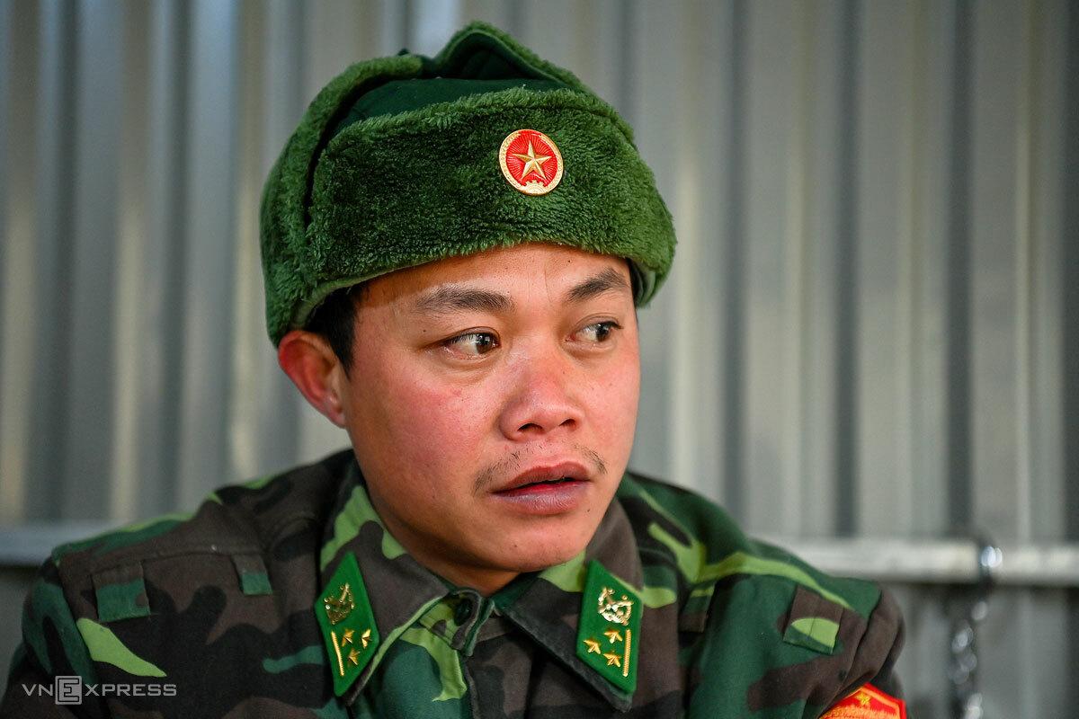 Thượng úy Nguyễn Xuân Cháng, Chốt trưởng Chốt kiểm soát 450, Đồn biên phòng Xín Cái. Ảnh: Giang Huy
