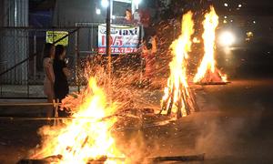 Đốt lửa cầu may đêm giao thừa