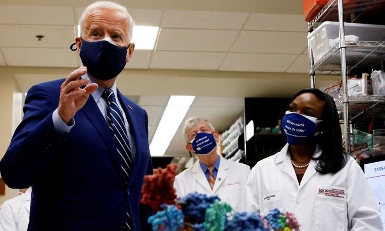 Tổng thống Mỹ Joe Biden phát biểu tại Viện Y tế Quốc gia ở Bethesda, Maryland, ngày 11/2. Ảnh: Reuters.