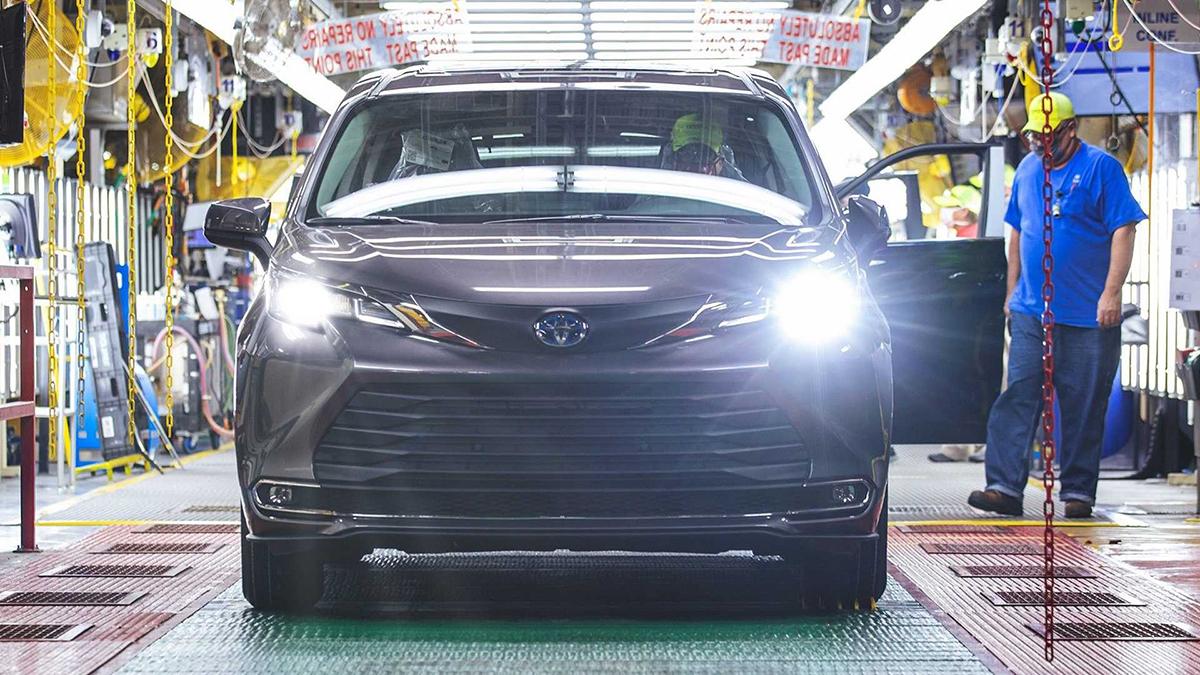 Chiếc Sienna thứ 30 triệu xuất xưởng tại Mỹ. Ảnh: Toyota