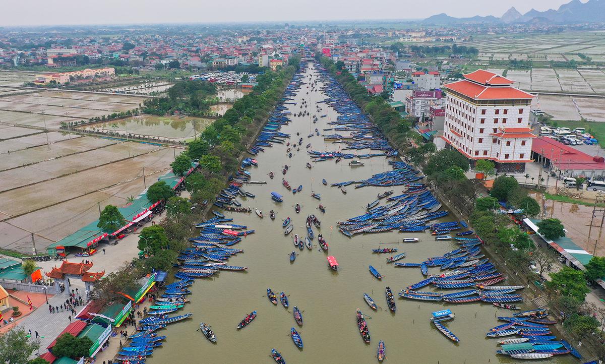 Thành phố yêu cầu huyện Mỹ Đức không đón khách thập phương đến chùa Hương trước rằm tháng giêng. Ảnh: Ngọc Thành.