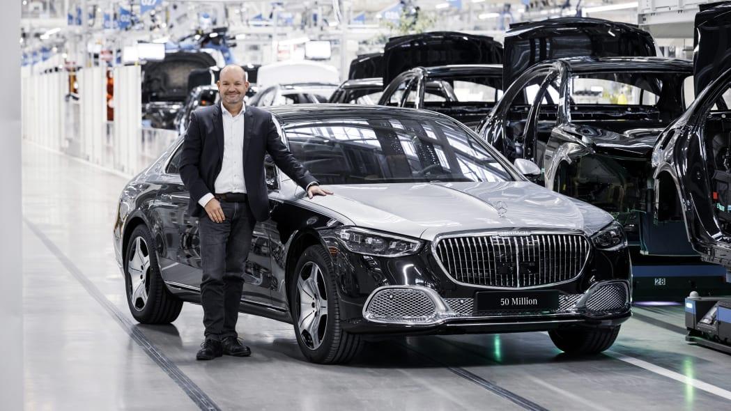 Chiếc Mercedes S-class thứ 50 triệu xuất xưởng. Ảnh: Mercedes